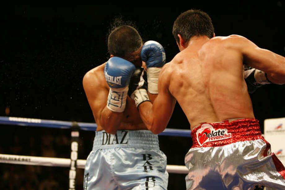 Juan Manuel Marquez, right, Ring Magazine World Lightweight Champion, fights Houston's own three-time World Champion, Juan Diaz. Photo: Eric Kayne, Chronicle