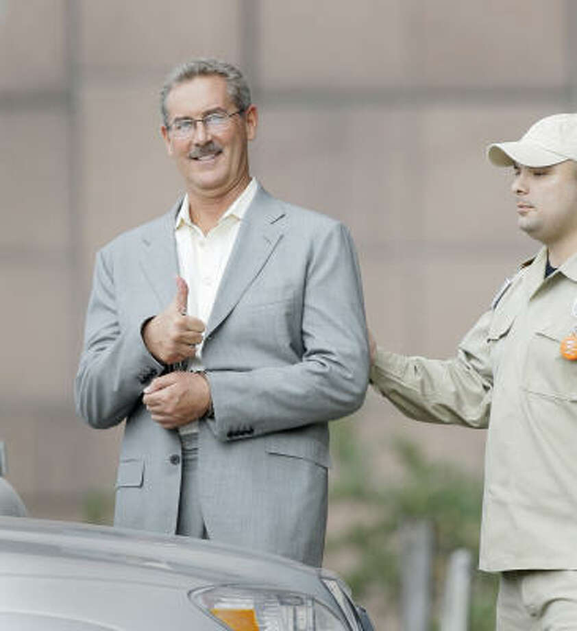 Stanford Financial Group founder R. Allen Stanford gives a thumbs up in court Friday. He remains in custody. Photo: Melissa Phillip, Chronicle