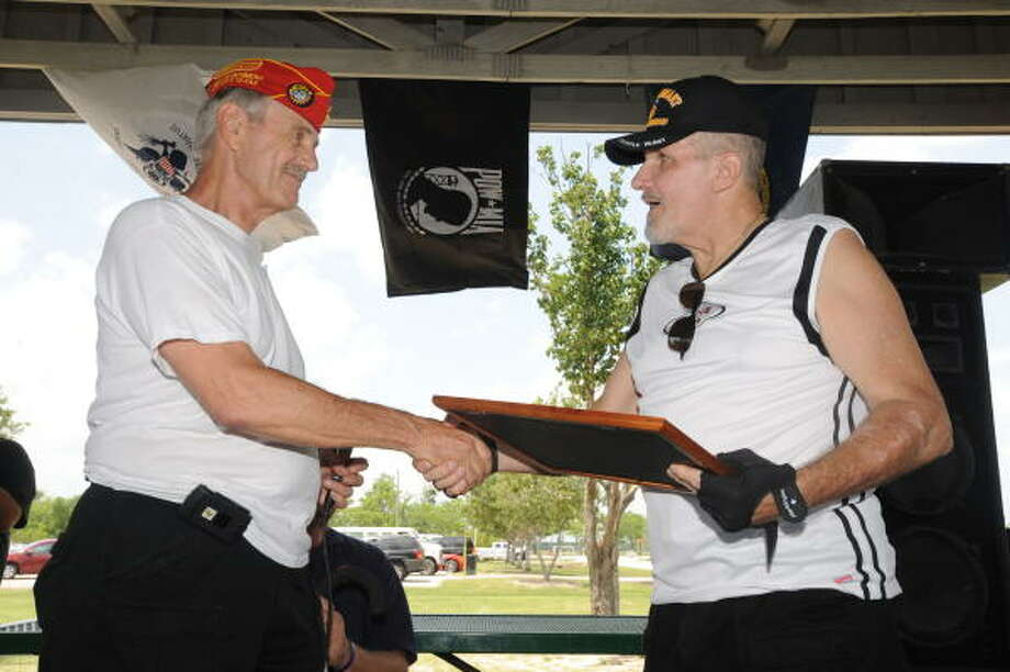 Marine Corps League commandant Garrett Nemec, left, presented Dave Lemak The Legion of Honor Award for volunteer work during the Marine Corps family picnic. Photo: Thomas Nguyen, For The Chronicle