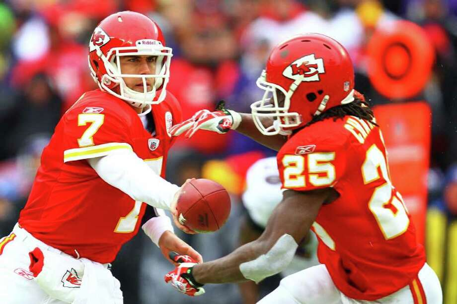 Kansas City Chiefs running back Jamaal Charles (right) amassed 1,467 rushing yards, mostly on handoffs from quarterback Matt Cassel. Photo: Dilip Vishwanat/Getty Images / 2011 Getty Images