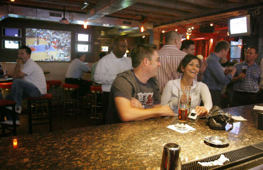 Pub Fiction on Smith in Midtown is a great place to drink and meet new people any night of the week. Photo: Steve Campbell, Houston Chronicle