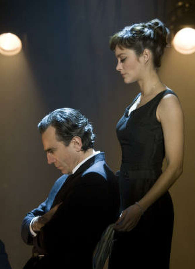 Best Actress/Musical or Comedy: Marion Cotillard in Nine Best Actor/Musical or Comedy: Daniel Day Lewis in Nine Photo: David James © 2009 The Weinstein, David James