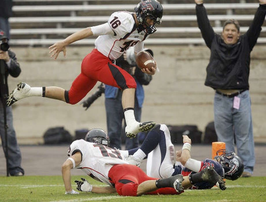 Austin Lake Travis 57, Dawson 12Dawson had problems containing Austin Lake Travis quarterback Michael Brewer, who threw two touchdowns and rushed for five more to carry the Cavaliers to victory in Saturday's Class 4A Division I state semifinal in College Station. Photo: Bob Levey, For The Chronicle