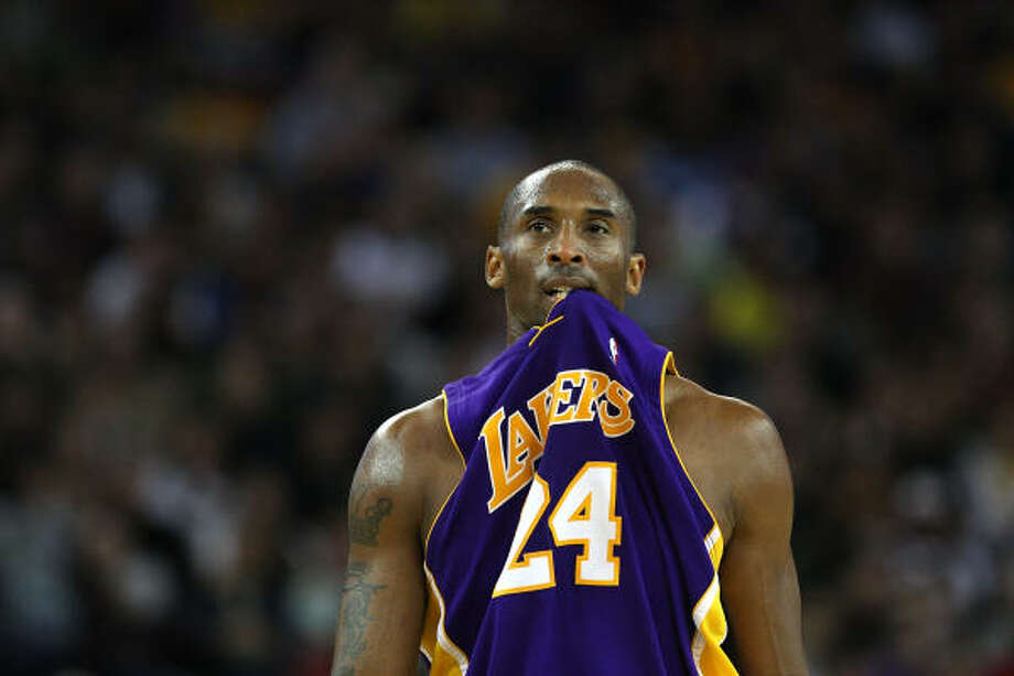 When Kobe Bryant was caught cheating, he bought his wife a huge $4 million diamond ring to make up for it. See who else was caught. Photo: Jed Jacobsohn, Getty Images