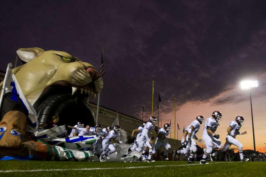 Cinco Ranch players take the field. Photo: Smiley N. Pool, Houston Chronicle