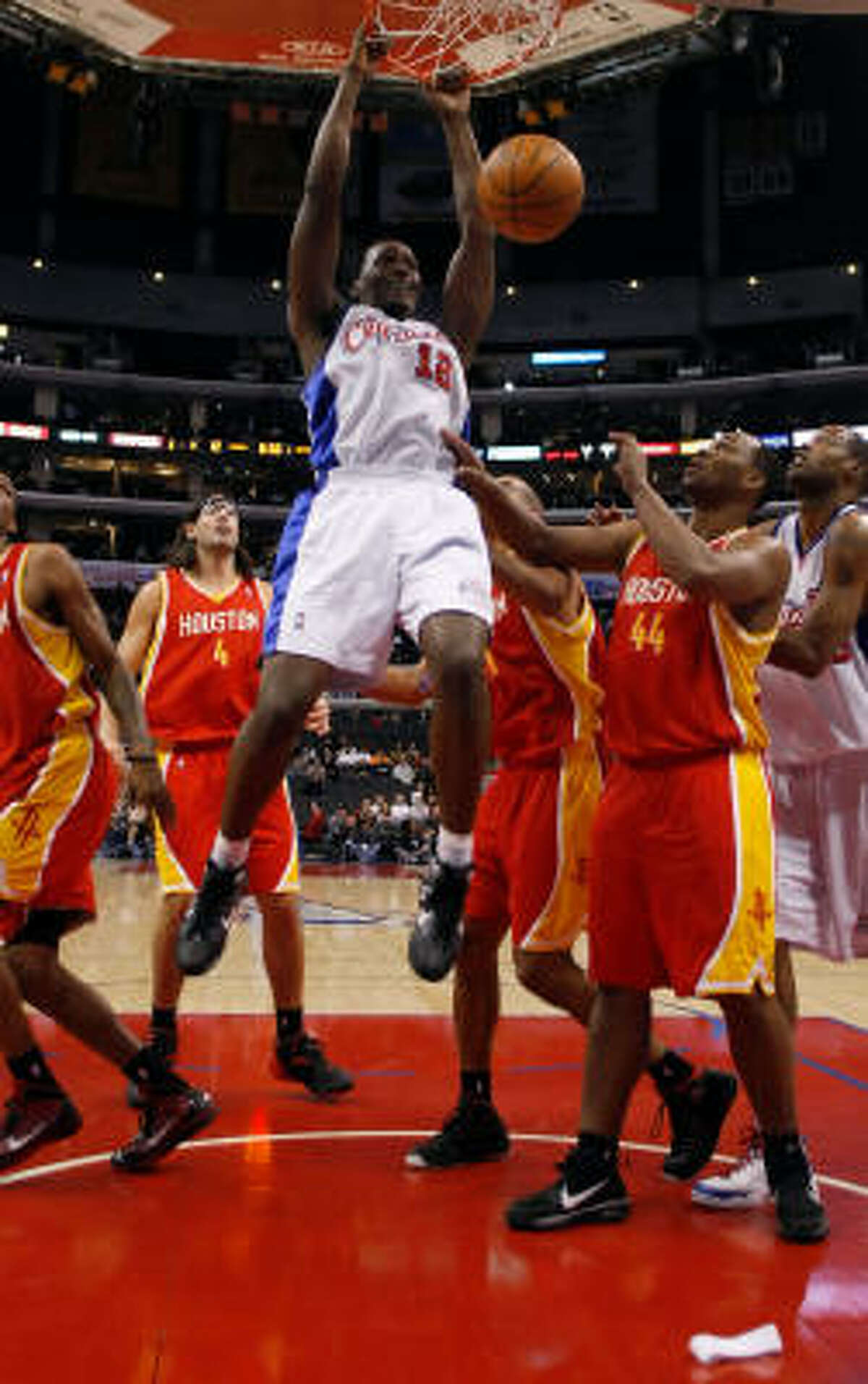 Clipper forward Al Thornton drives to the basket past Rockets center Chuck Hayes for a dunk in the first half.
