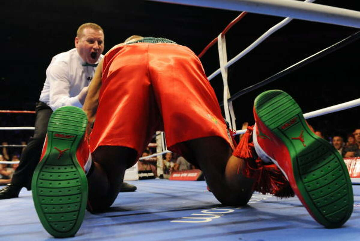 Jones got up but Green moved in to apply more pressure, and following a series of blows, English referee Howard Foster stopped the bout after just 122 seconds.