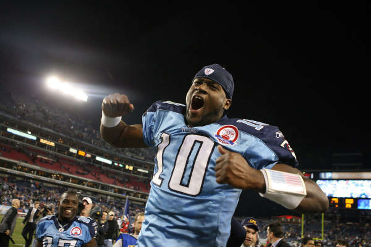 Nov. 29: Titans 20, Cardinals 17 Quarterback Vince Young and the Titans were on top of the world after beating the Cardinals on Young's 10-yard touchdown pass to Kenny Britt with no time remaining.