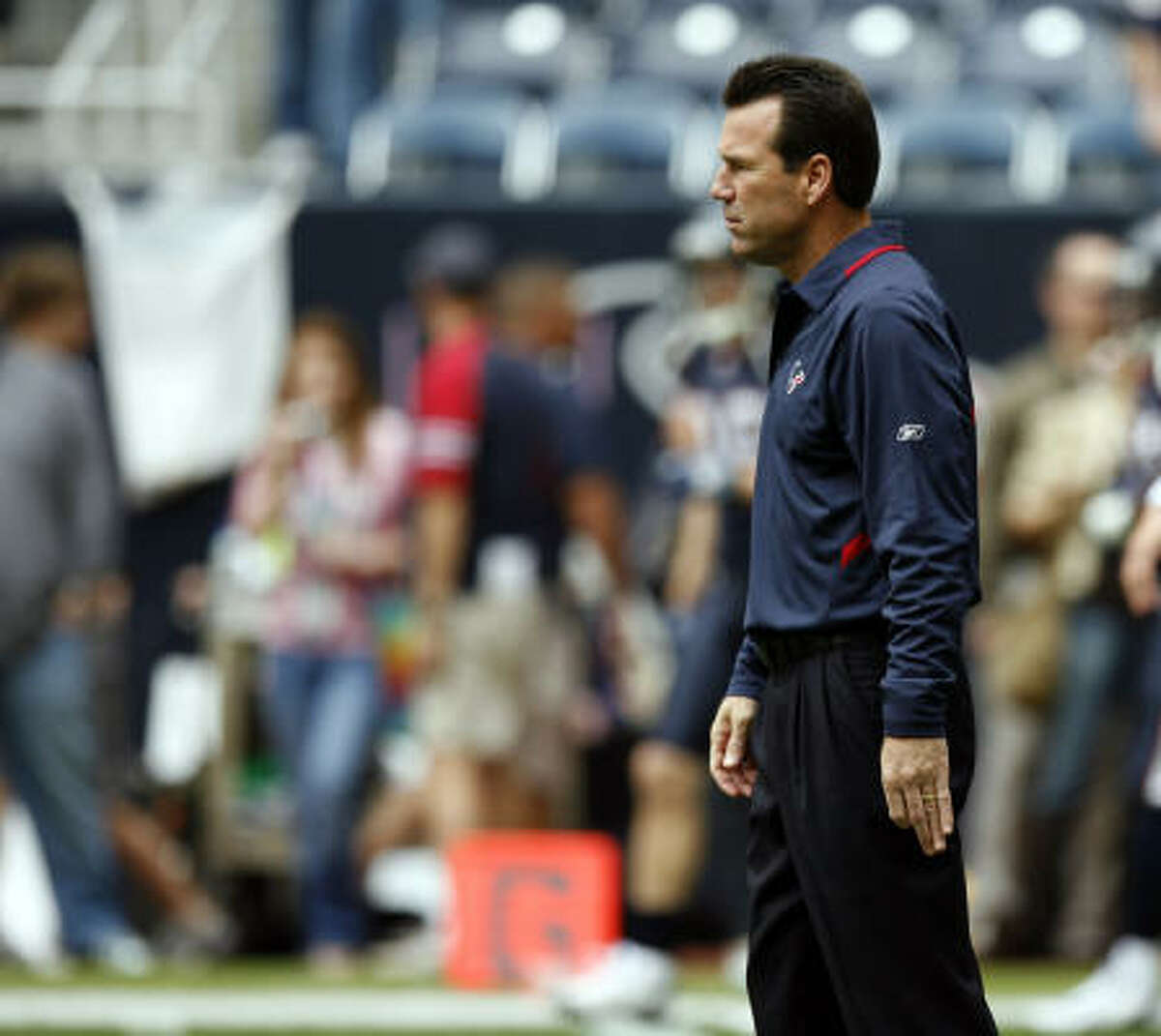 FALLING: Coach Gary Kubiak The hot seat just got a lot warmer for Kubiak after the Texans found a way to blow a 17-point lead to the Colts. Ultimately, Kubiak will be held accountable, especially if a season that began with promise ends with a third straight 8-8 season or worse. Games like Sunday are the type that cost coaches their jobs.