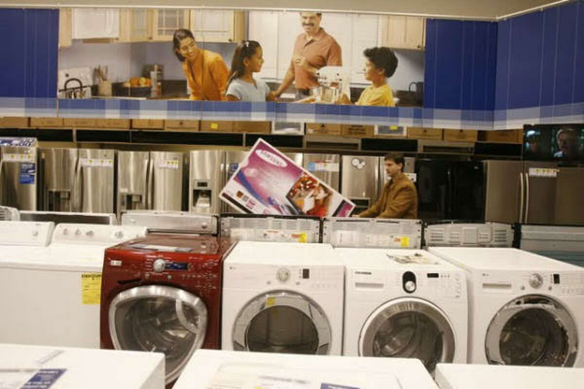 Alexander Chiattone navigates through the appliances at the Galleria-area Best Buy, where the checkout line was partitioned through different departments to accommodate the Black Friday crowds.