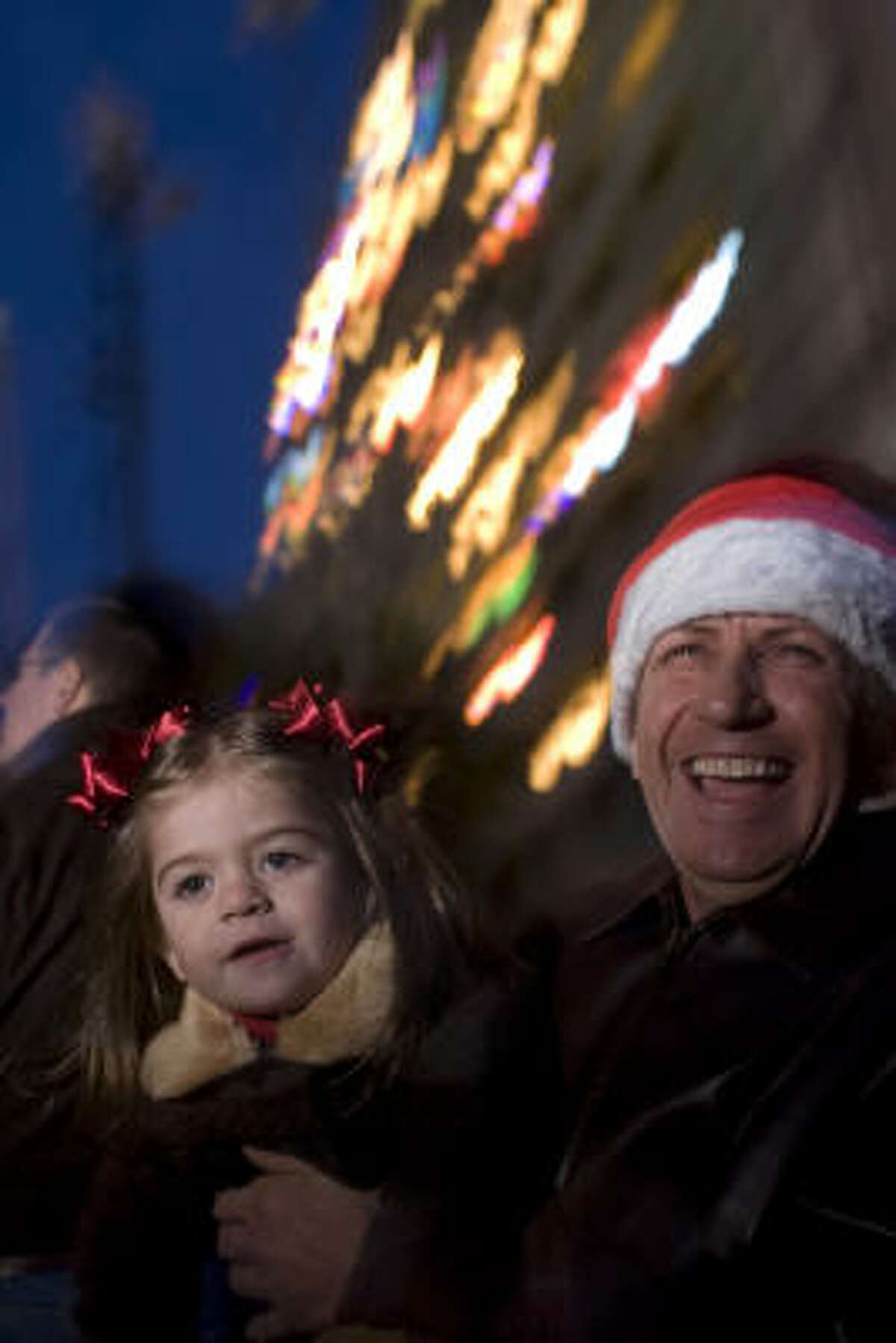 Tarfin Micu and his daughter, Bryanna, 2, enjoy the sights.