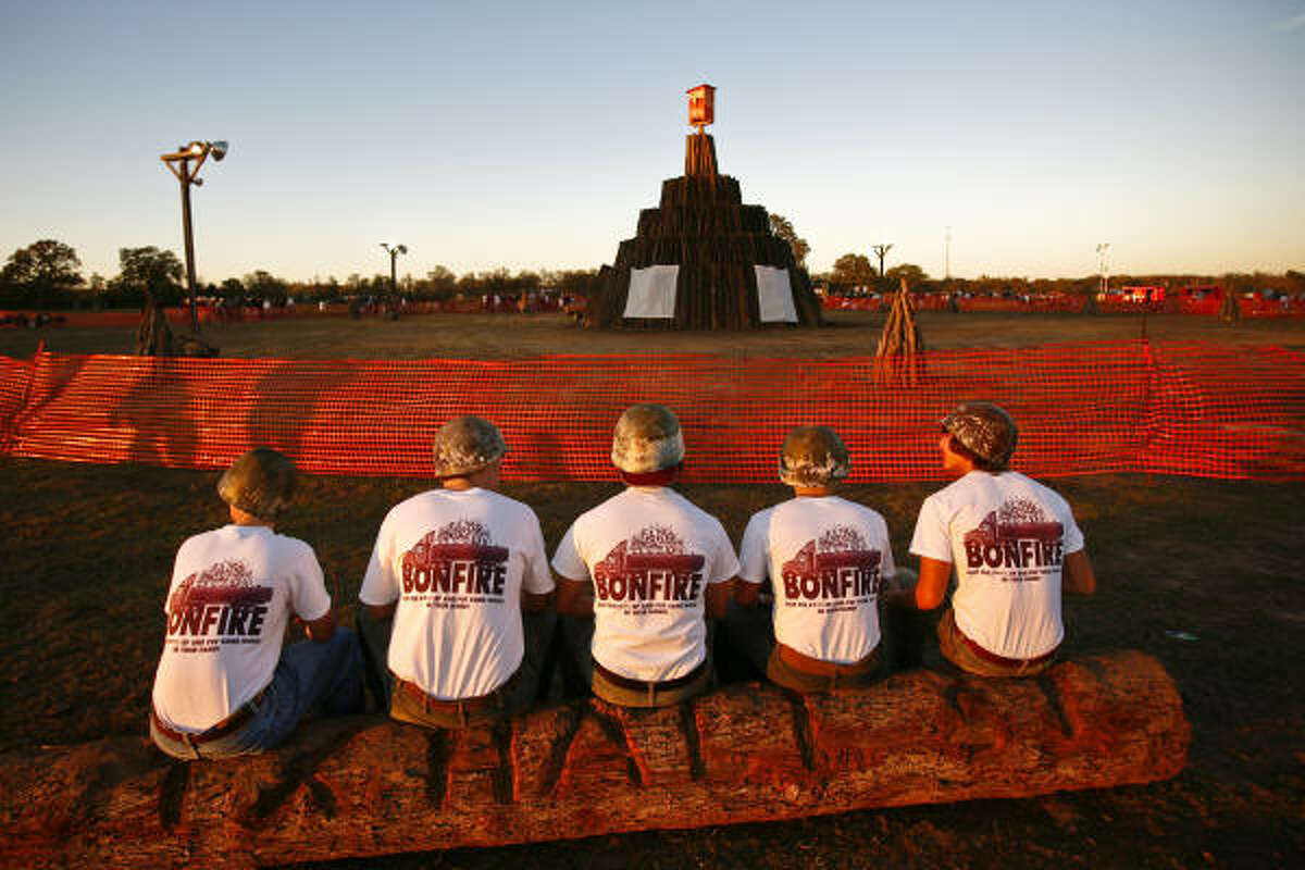 A group of Aggies wait for the start of the off-campus Aggie Bonfire.