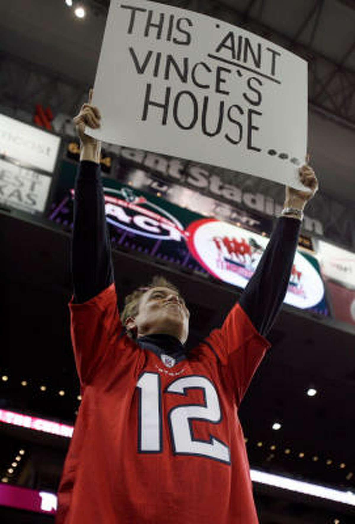 Texans fan Mark Bowman, of Austin, shows his feeling about the arrival of the Titans' Vince Young before Monday night's game.