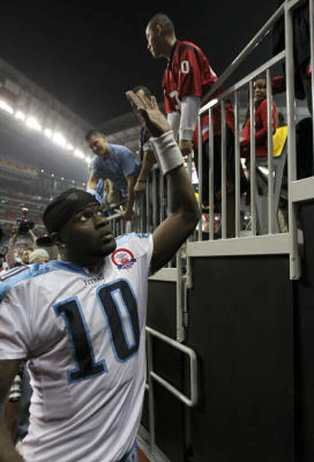 Titans quarterback Vince Young looks to the stands after the game. Photo: Brett Coomer, Chronicle