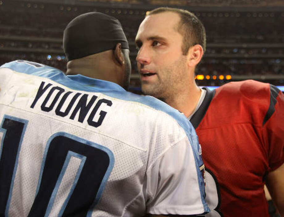Titans quarterback Vince Young hugs Texans quarterback Matt Schaub after the game. Photo: Brett Coomer, Chronicle