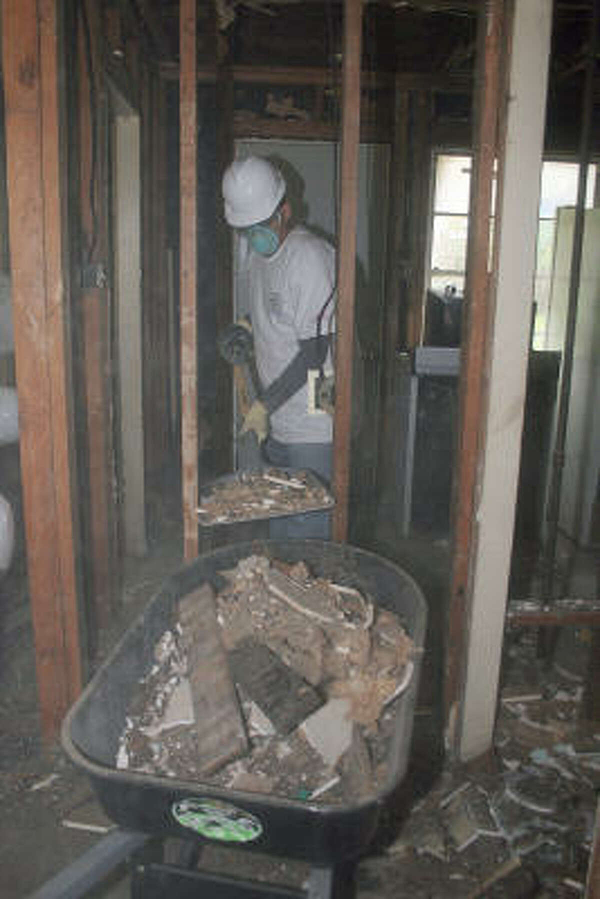 Josh Roschal and his fellow ARAMARK colleagues work on the house of Lorene Bell.