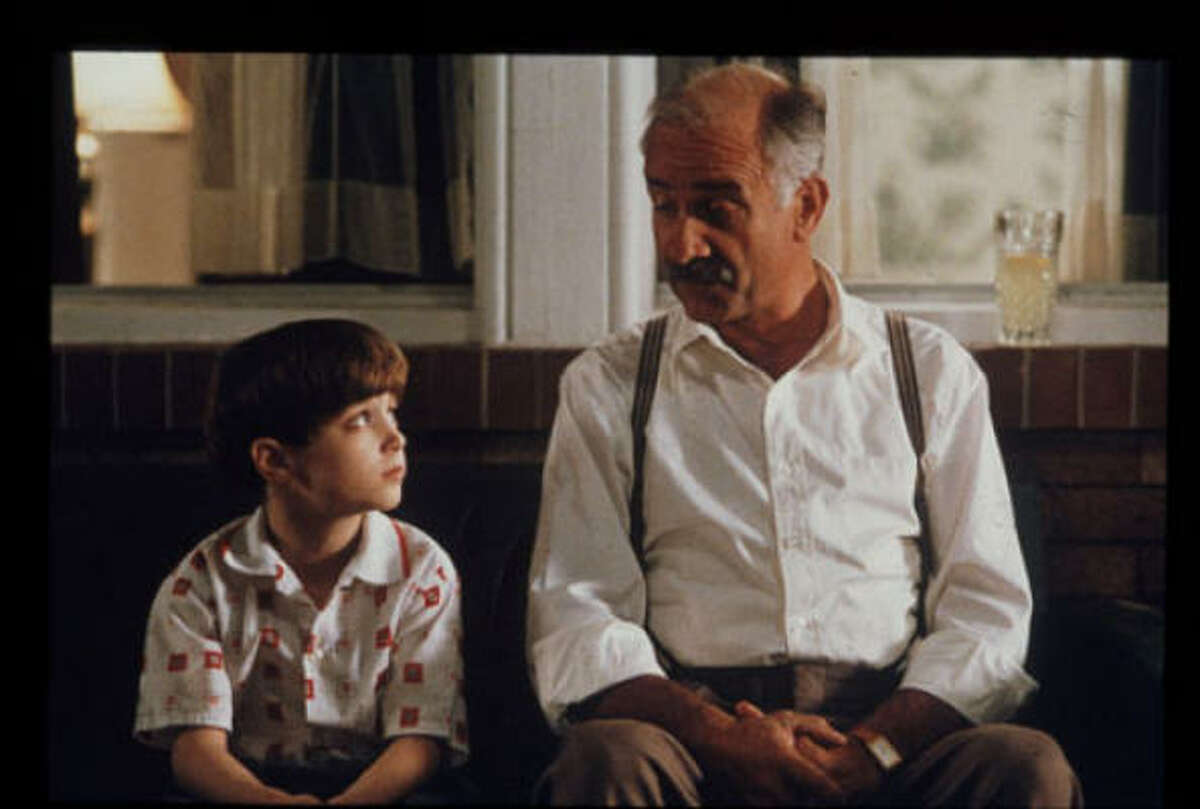 Avalon: Eastern European immigrant Sam Krichinsky (Armin Mueller-Stahl) lives from Thanksgiving to Thanksgiving as his family assimilates in America. Message: