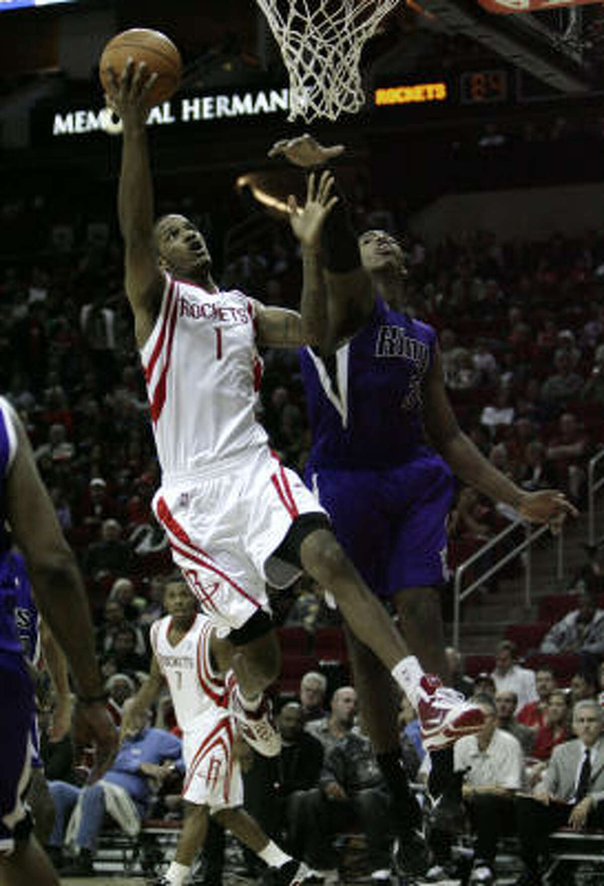 Rockets forward Trevor Ariza (1) challenges Kings forward Jason Thompson at the basket during the second half.