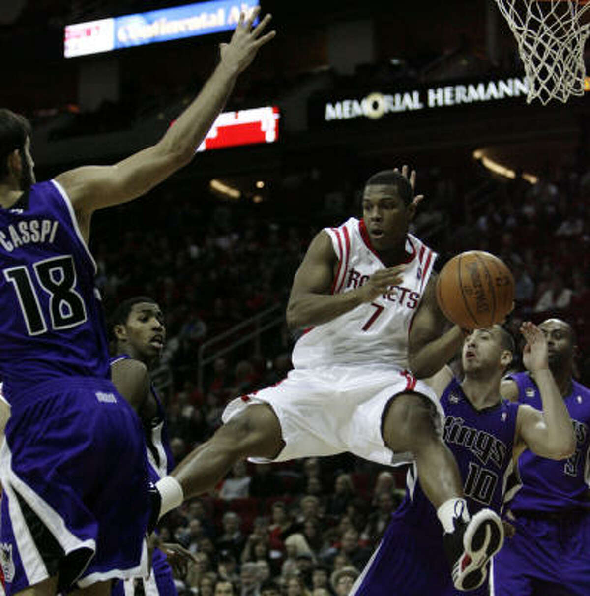 Rockets guard Kyle Lowry (7), who scored 8 points, looks to pass against King defenders during the second half.