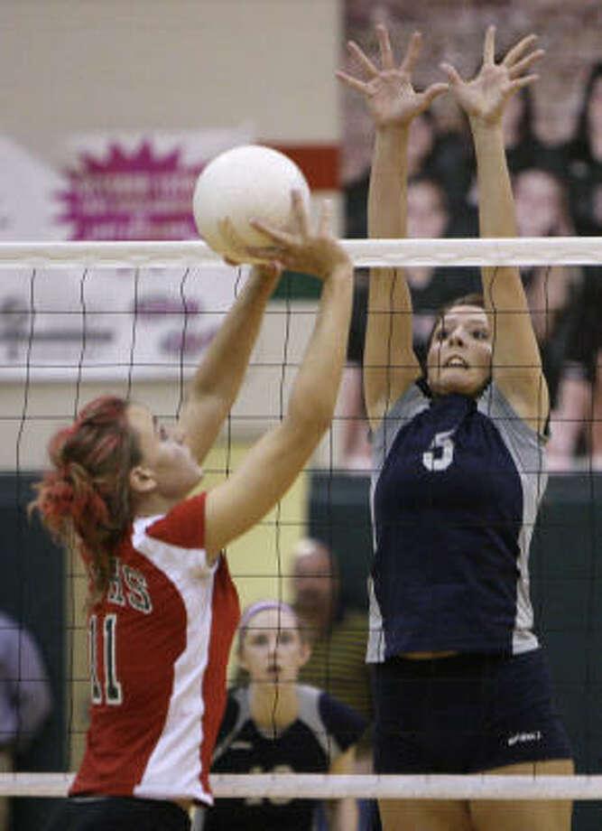 The Woodlands' Sarah Sanchez looks to get the ball past College Park's Lauren Chapman. Photo: Melissa Phillip, Chronicle
