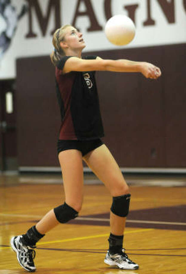 Magnolia junior Courtney Felinski makes a pass. Photo: Jerry Baker, For The Chronicle