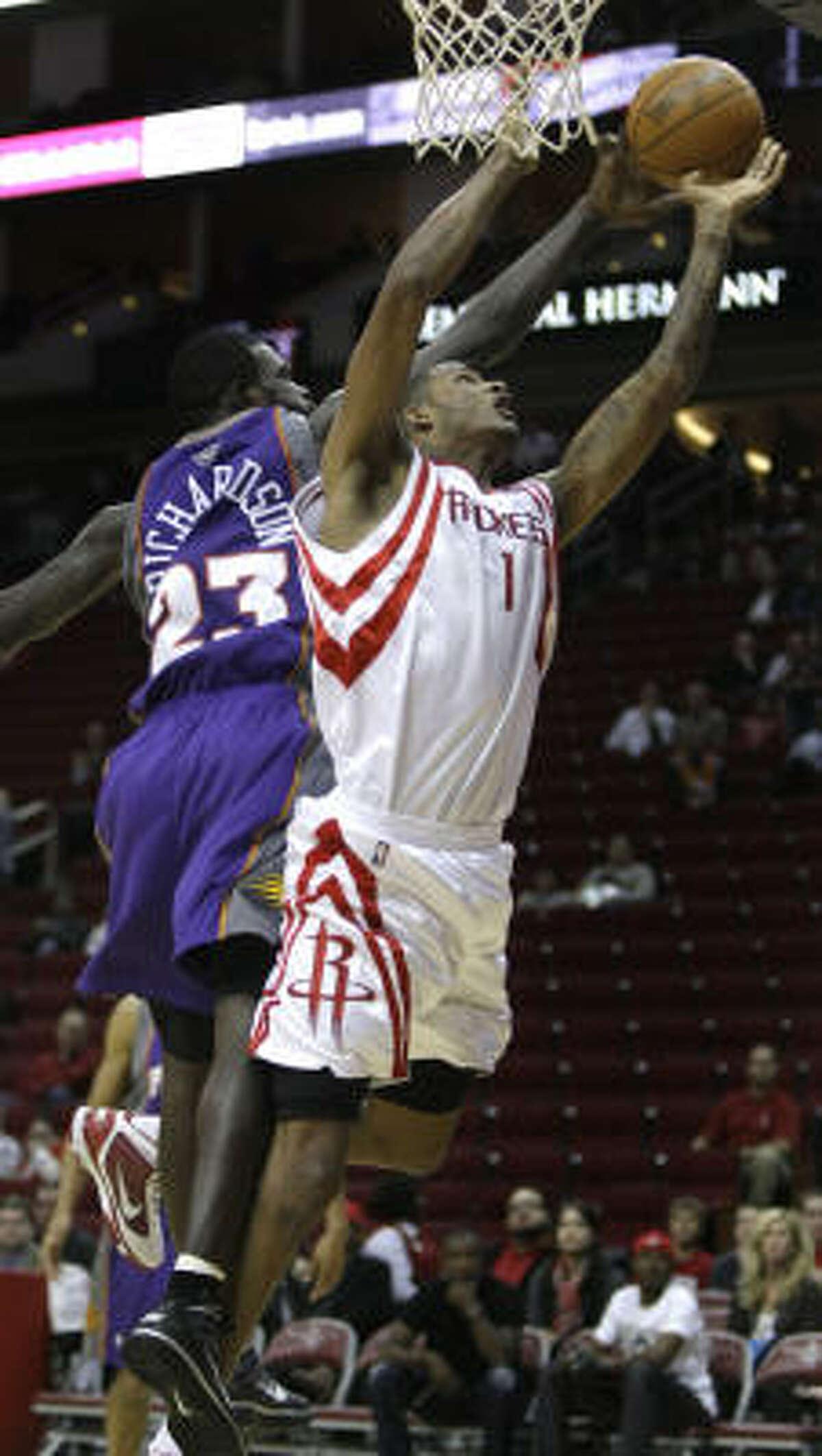 Suns guard Jason Richardson (23) blocks a shot put up by Rockets forward Trevor Ariza during the fourth quarter.