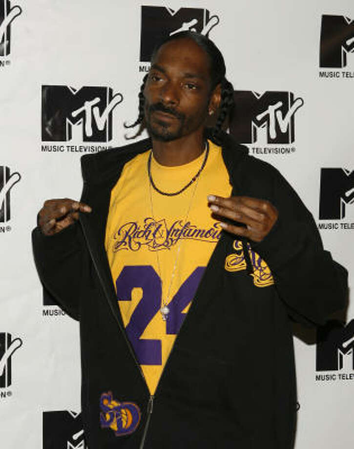 "snoopdogg:""little homies rippn it on twizzle... yezzziirrr!!!!"" Catch up on your celebrity news. Photo: Jason DeCrow, AP"