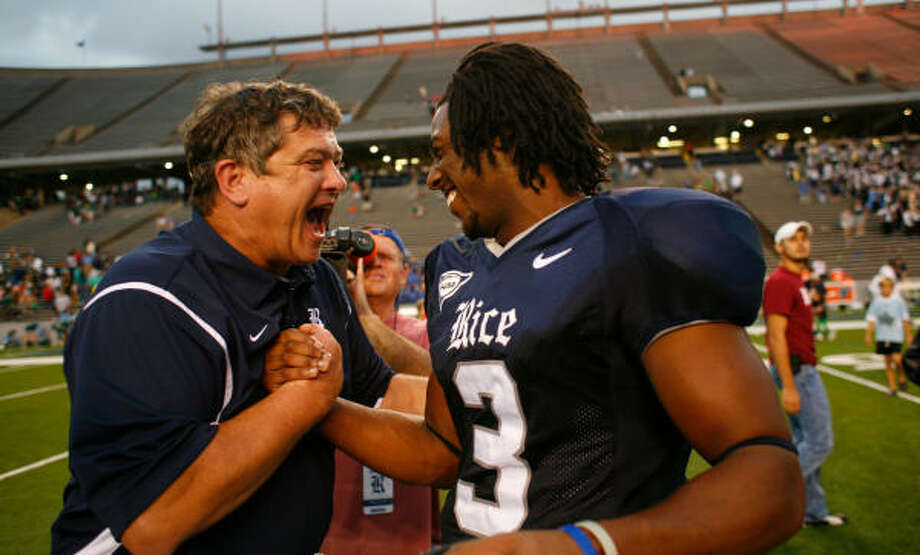 Rice Head coach David Bailiff, left, congratulates Rice quarterback Michael Poynter (3), who scored the Owl's first and last touchdowns after Rice beat Tulane 28-20  Saturday in Rice Stadium. The win was Rice's first this season. Photo: Nick De La Torre, Chronicle