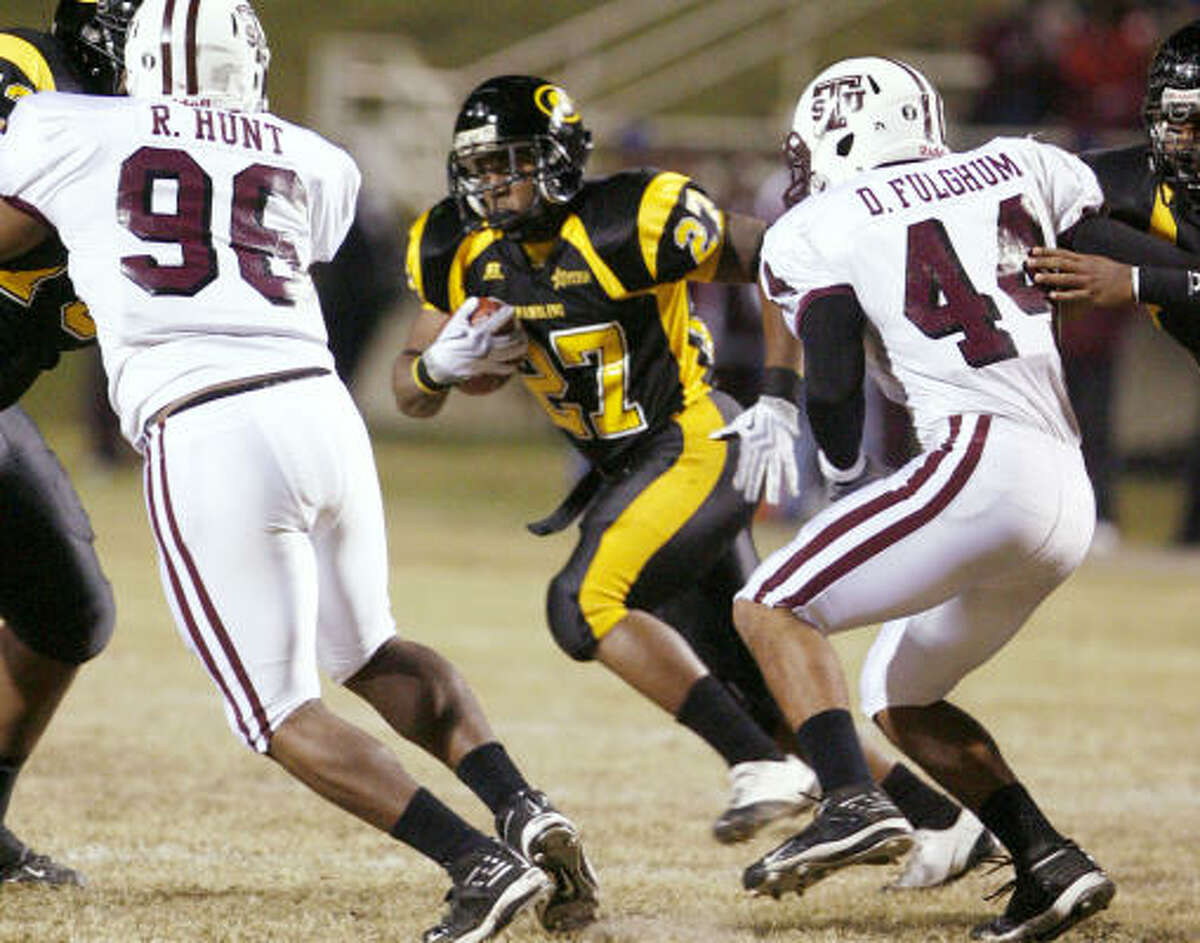 Grambling State running back Cornelius Walker, center, takes off on a run as TSU's RaShad Hunt (96) and Dejuan Fulghum (44) defend during the first half.
