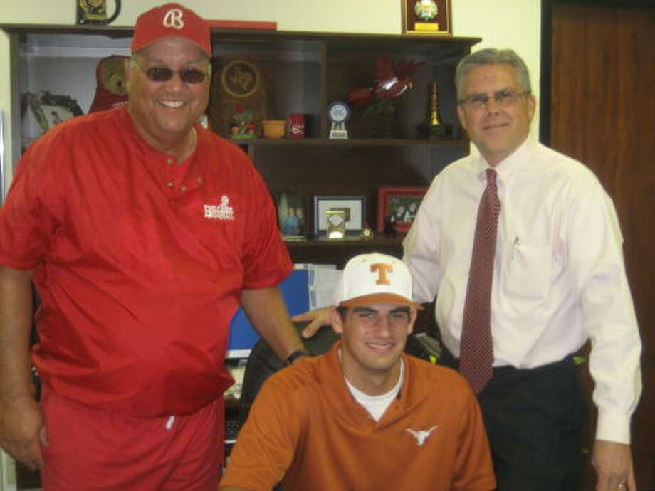 Bellaire shortstop Alex Silver (center) signs a national letter of intent with Texas with Bellaire head coach Rocky Manuel (left) and Bellaire principal Tim Salem (right). Photo: Bellaire High School