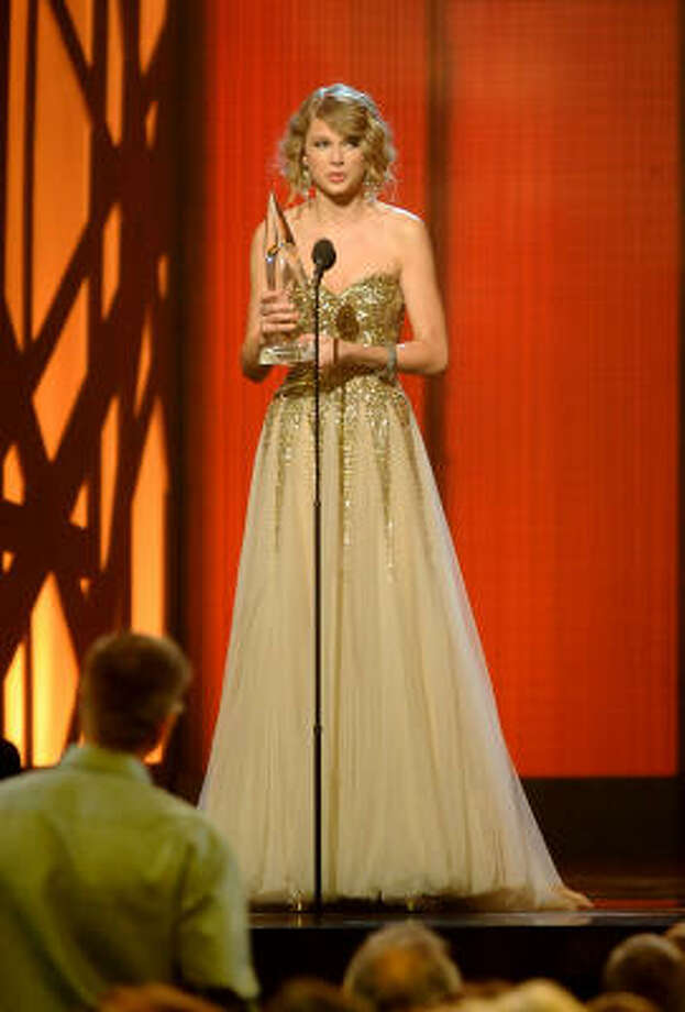 Taylor Swift accepts the award for Entertainer of the Year along with three other wins throughout the 43rd annual Country Music Awards. Photo: Rick Diamond, Getty Images