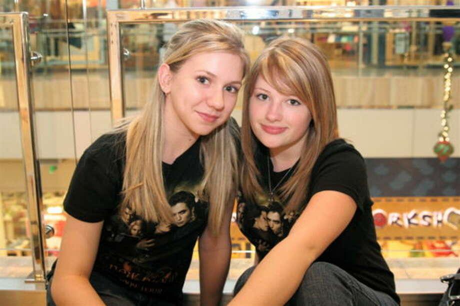 Taylor Ashworth, left, and Rachel Ferguson Photo: Jordan Graber, For The Chronicle