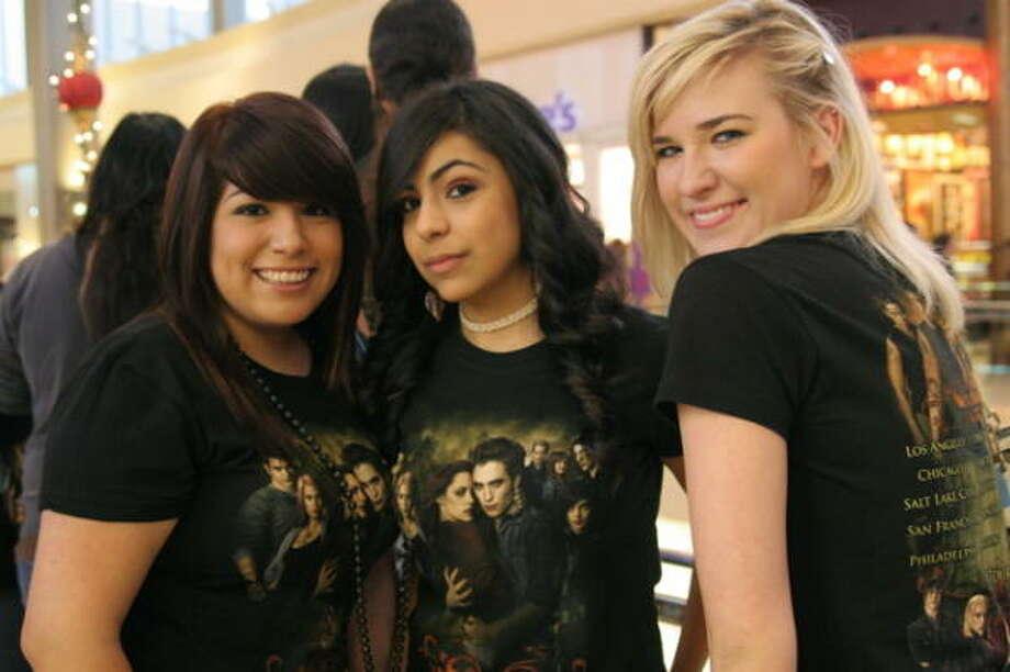 Grassli Olvera, from left, Kiara Lozano and Rebecca Echert Photo: Jordan Graber, For The Chronicle