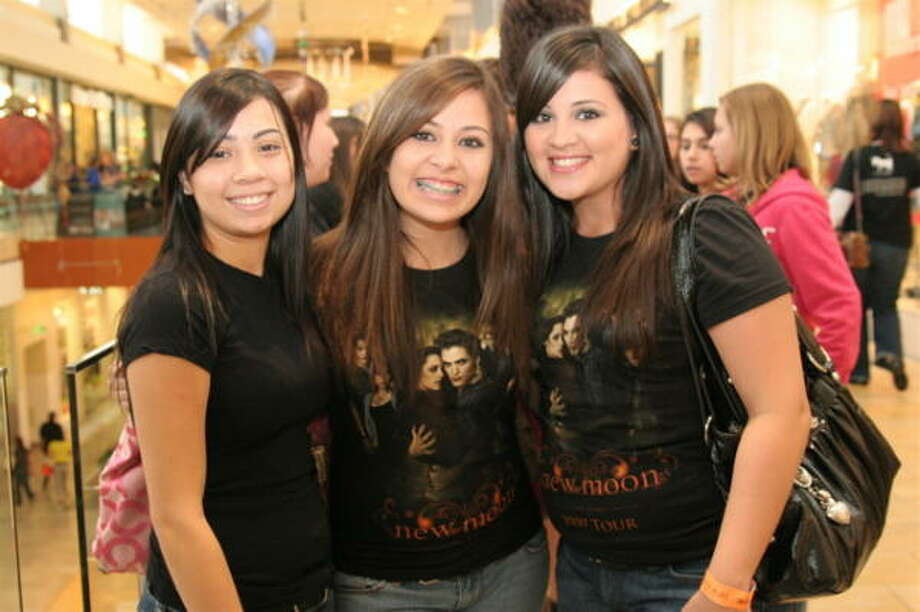 Samantha Gonzales, from left, Kelsie McCarty and Alita Marroquin Photo: Jordan Graber, For The Chronicle