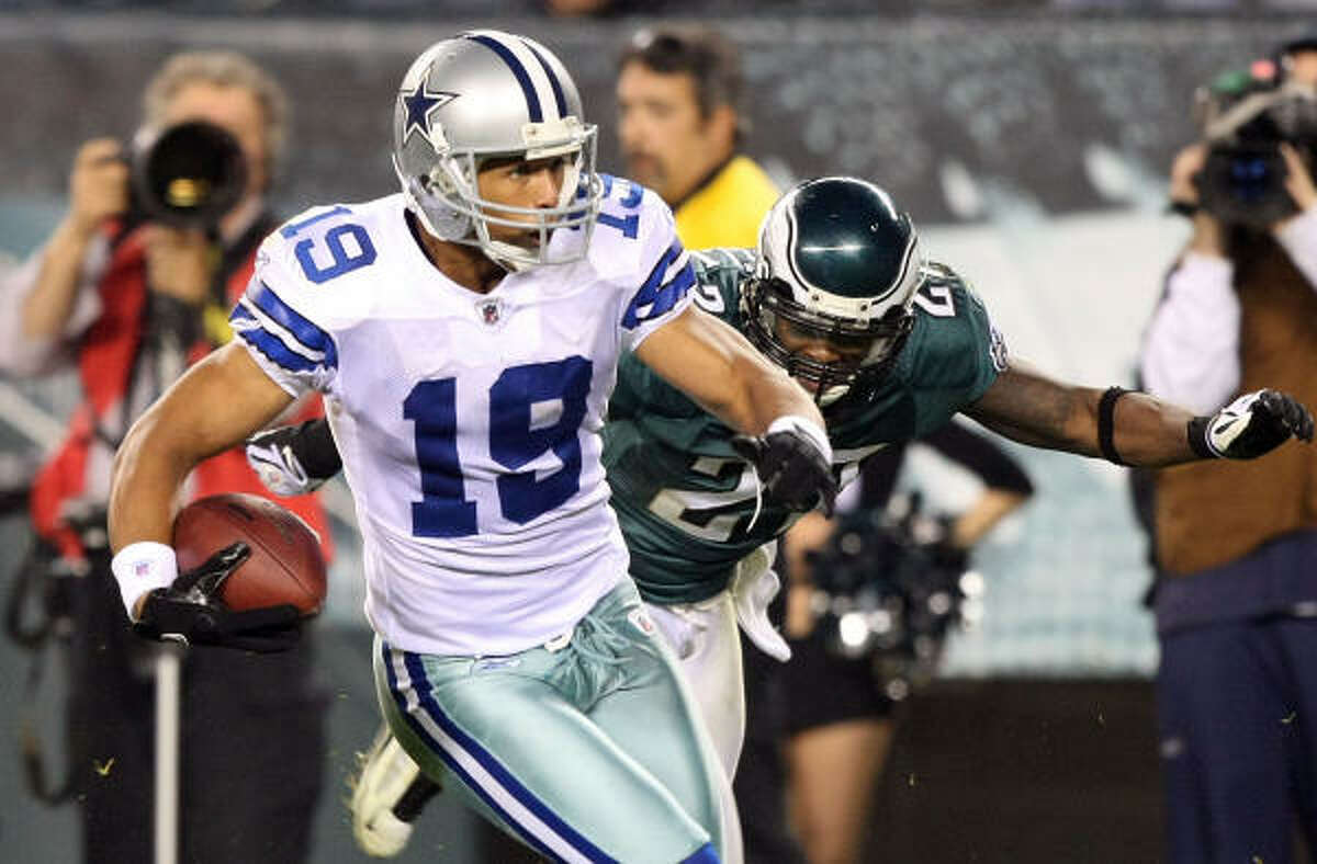 Cowboys wide receiver Miles Austin (19) scores on a 49-yard touchdown reception in the fourth quarter. That play put Dallas ahead, 20-13.