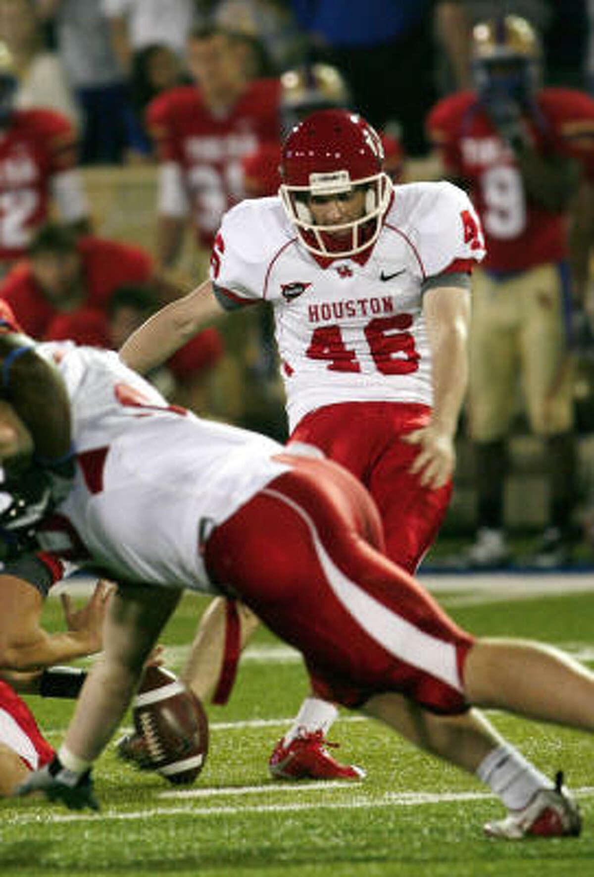 UH kicker Matt Hogan kicks a last-second 51-yard field goal to help Houston defeat Tulsa.
