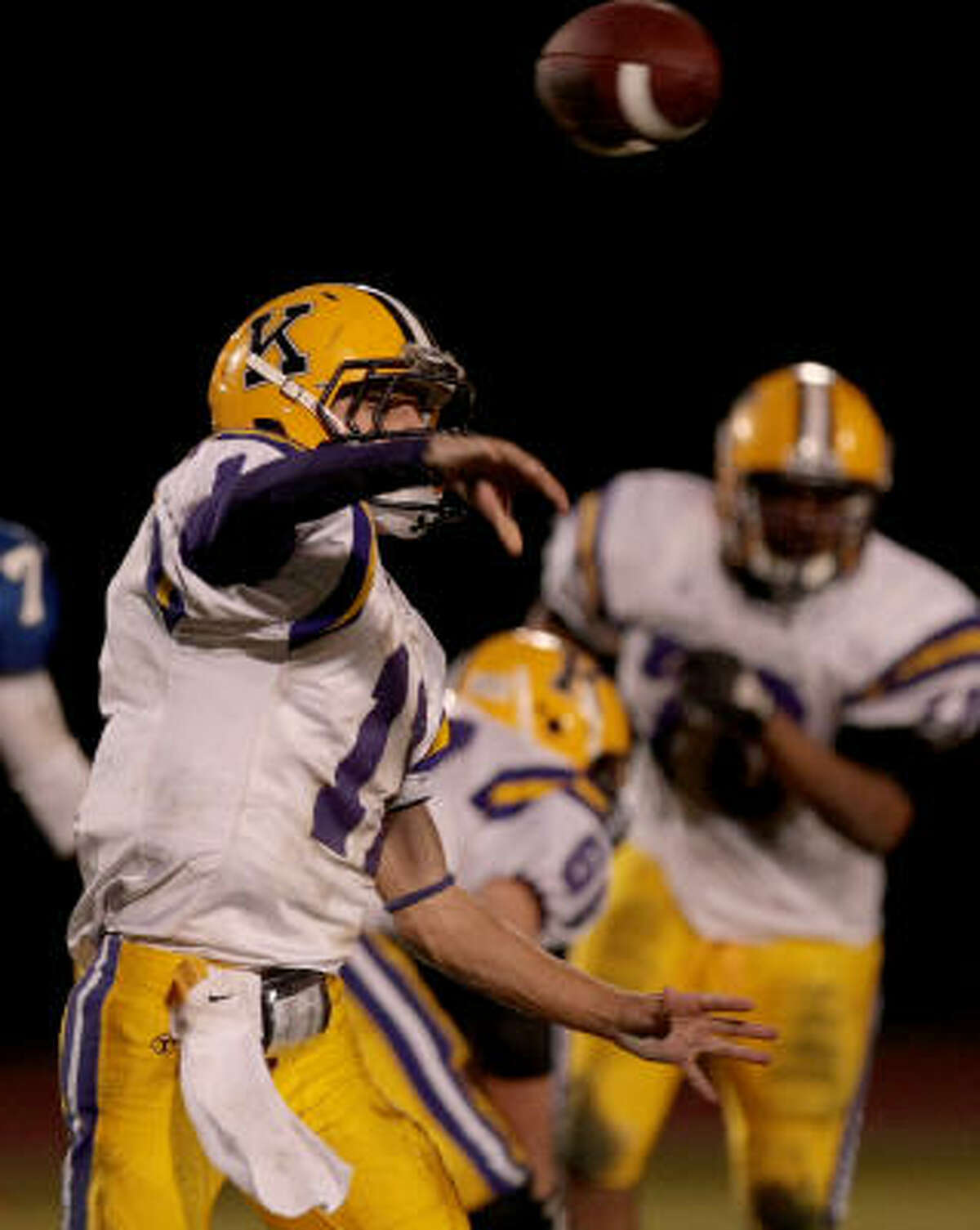 Kinkaid quarterback John Ed McGee passes against the Episcopal Knights.
