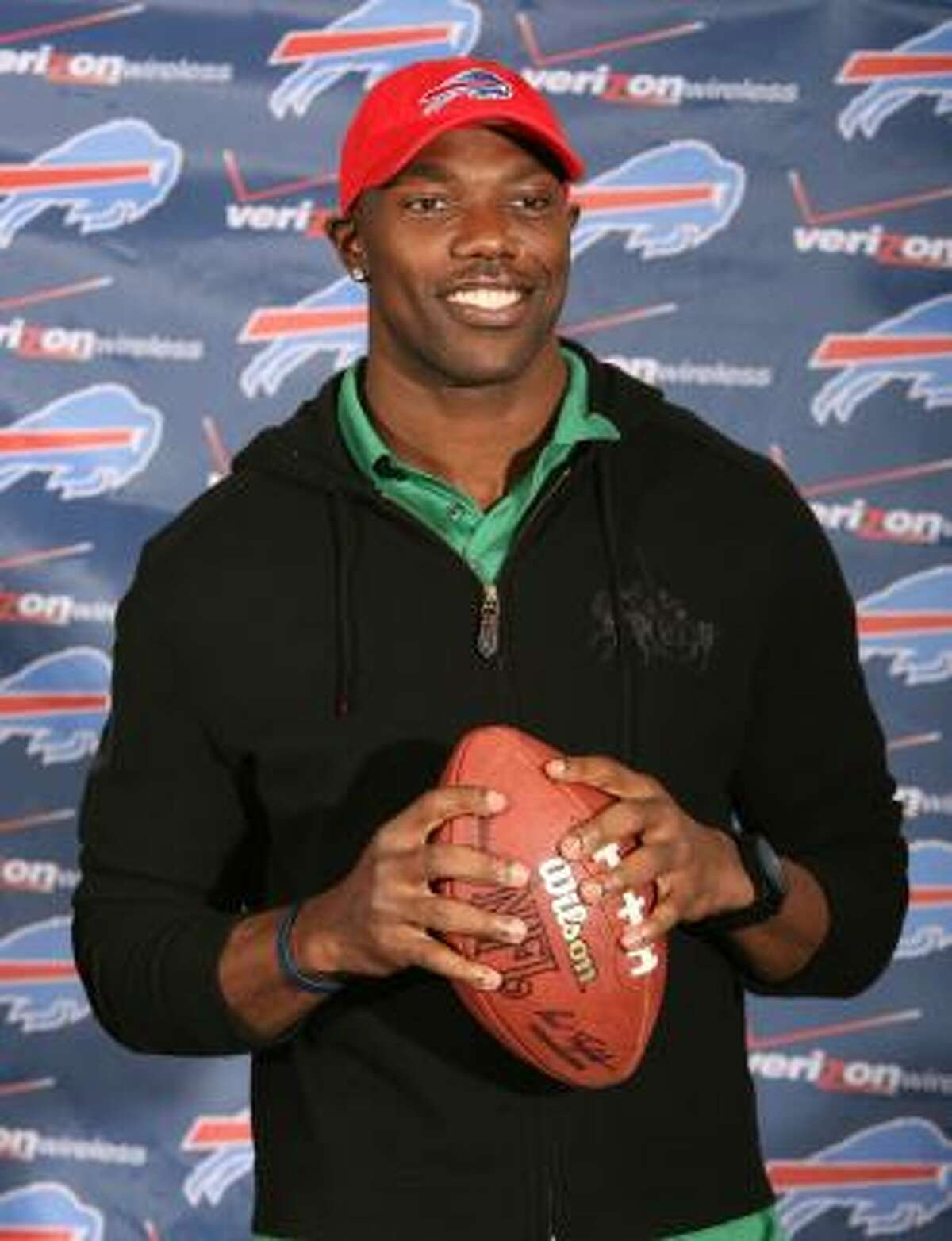 Wide receiver Terrell Owens signed a one-year, $6.5 million deal with the Buffalo Bills on Saturday, only two days after being released by the Cowboys.
