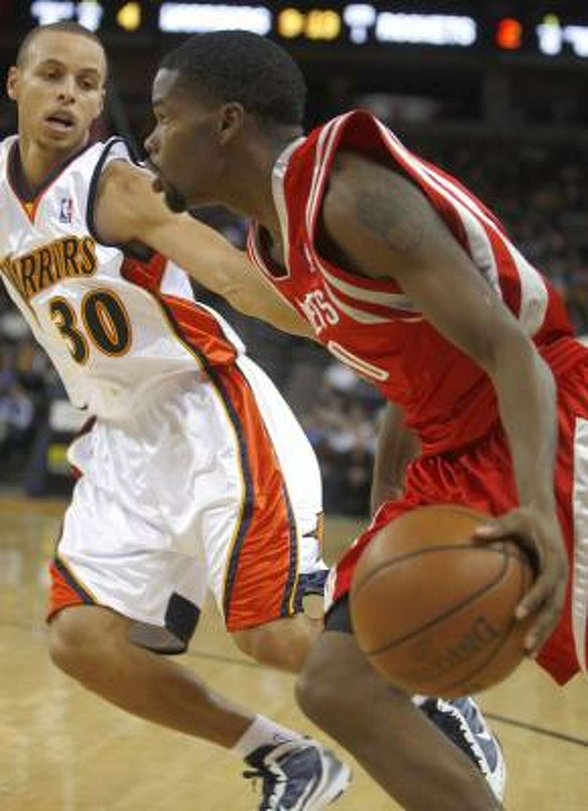 Aaron Brooks, right, drives on Stephen Curry. Brooks shot 6-for-16 from the floor for 18 points.