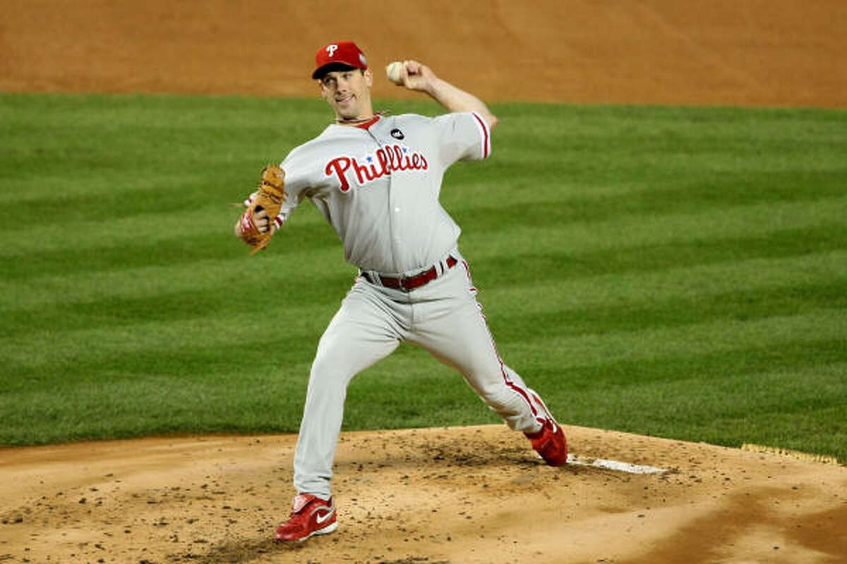Game 1: Phillies 6, Yankees 1 Phillies starting pitcher Cliff Lee dominated the Yankees as he pitched a complete game with 10 strikeouts.