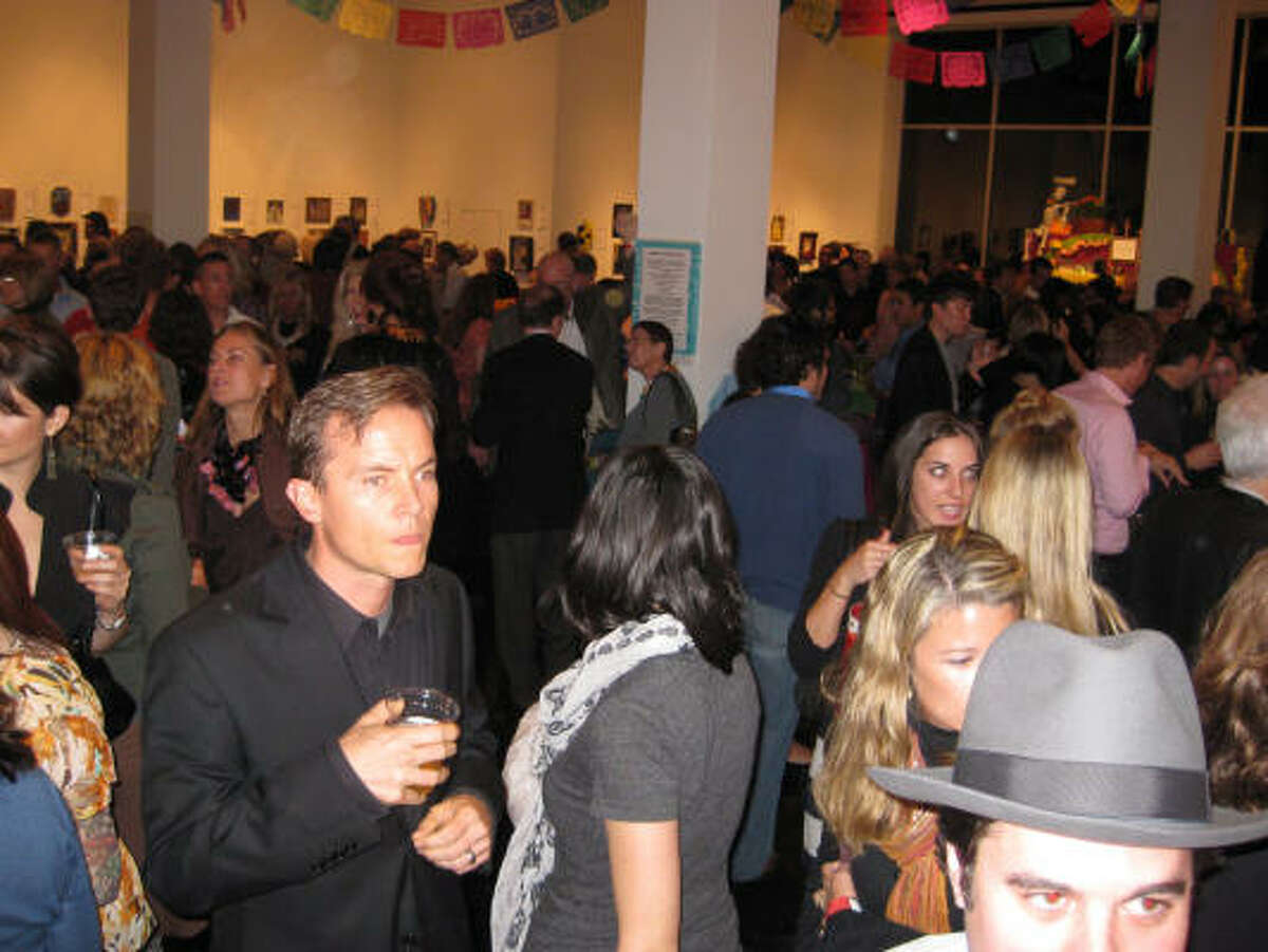 The Lawndale Art Center's 22nd Annual Dia de los Muertos Gala and Retablo Silent Auction drew a packed house.