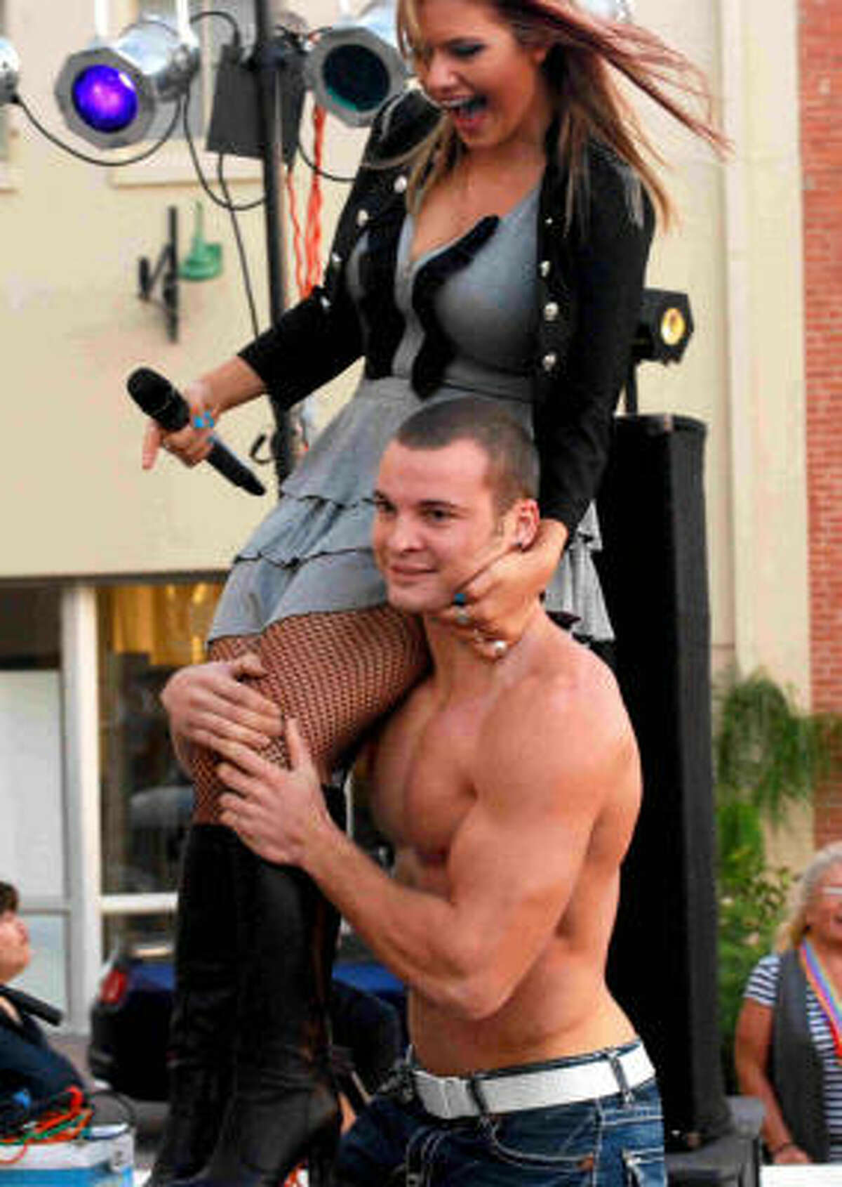 Kady Malloy, from Katy, former American Idol 7 semifinalist. The guy lifting her Justin Piper (her boyfriend).