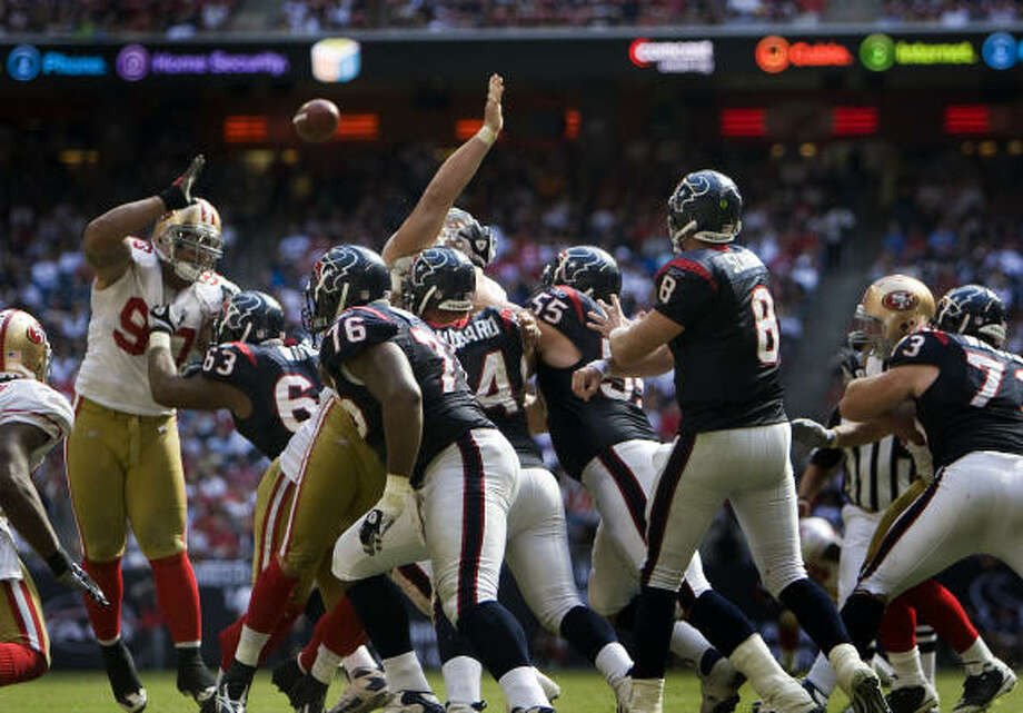 RISING: Quarterback Matt SchaubSchaub leads the NFL with 16 touchdown passes, which also equals David Carr's single-season franchise record, set in 2004. Photo: Smiley N. Pool, Chronicle