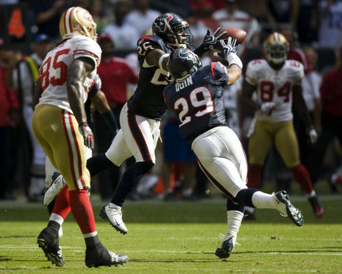 Texans safety Eugene Wilson (26) intercepts a pass with 23 seconds left to seal the 24-21 victory over the San Francisco 49ers.
