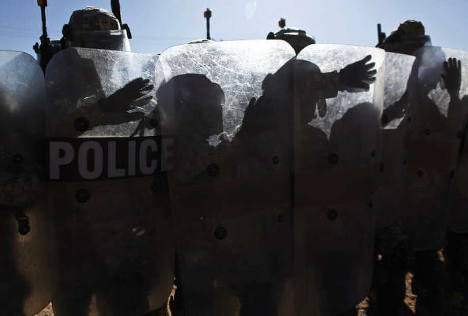 Members of the 72nd Infantry Brigade Combat Team practice riot control at Camp McGregor, NM, on Oct. 21, 2009. Photo: Mayra Beltran, Chronicle