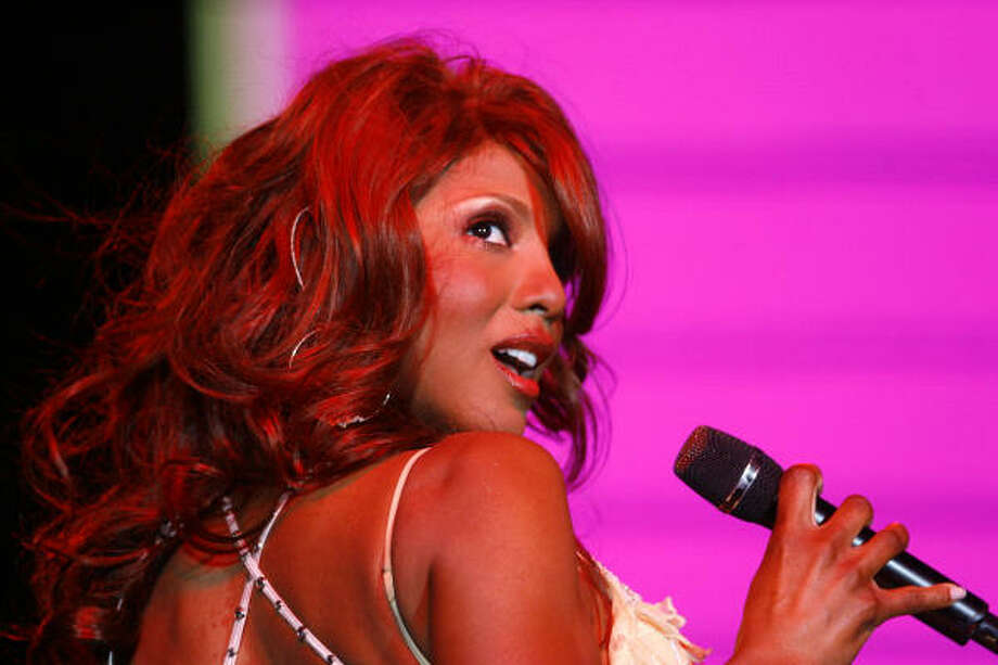 Toni Braxton's hair seems too thick to be natural. Could it be extensions or a wig of just plain good hair? Photo: Nick De La Torre, HOUSTON CHRONICLE