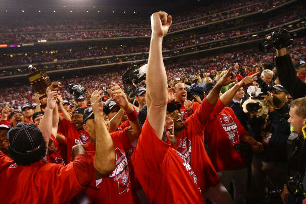 Phillies players celebrate defeating the Dodgers 10-4 to advance to the World Series.