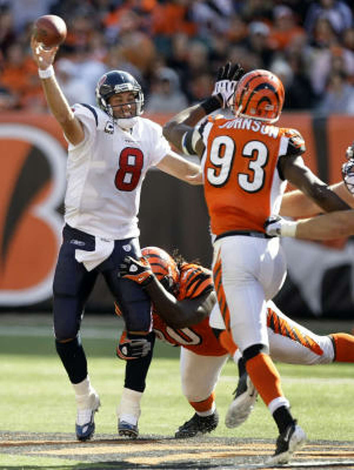 Texans quarterback Matt Schaub picked apart the Bengals defense, going 28 of 40 for 392 yards and four touchdowns.