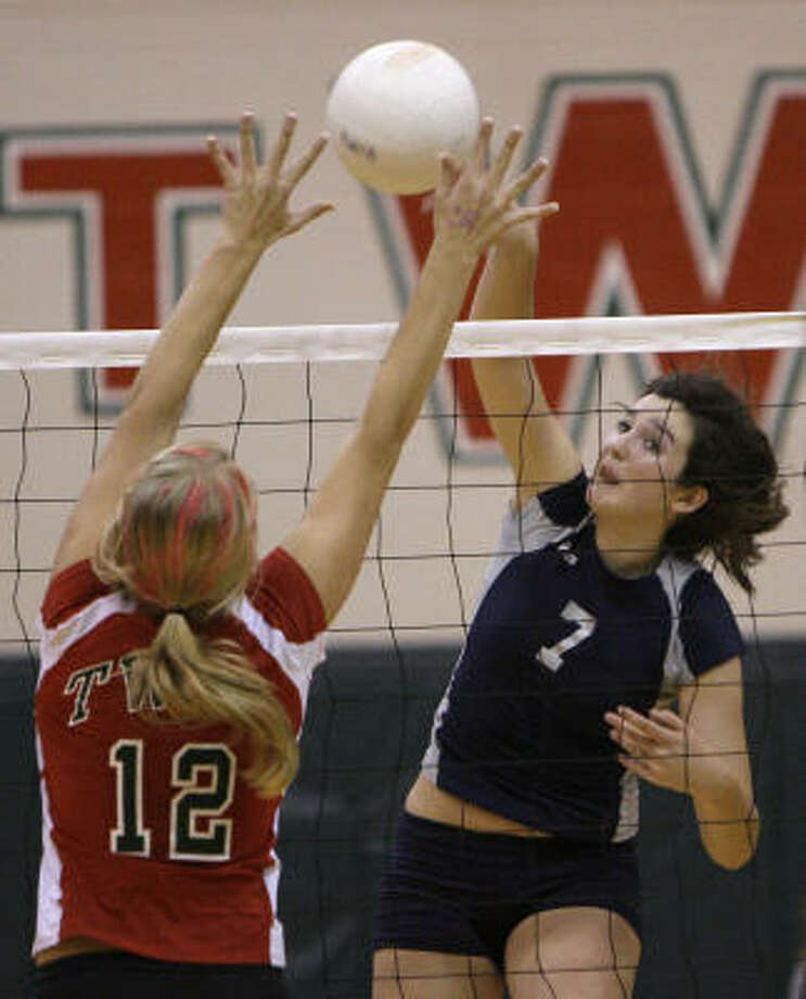 Lexi Irwin, right, had 16 kills for College Park in the victory. Photo: Melissa Phillip, Chronicle