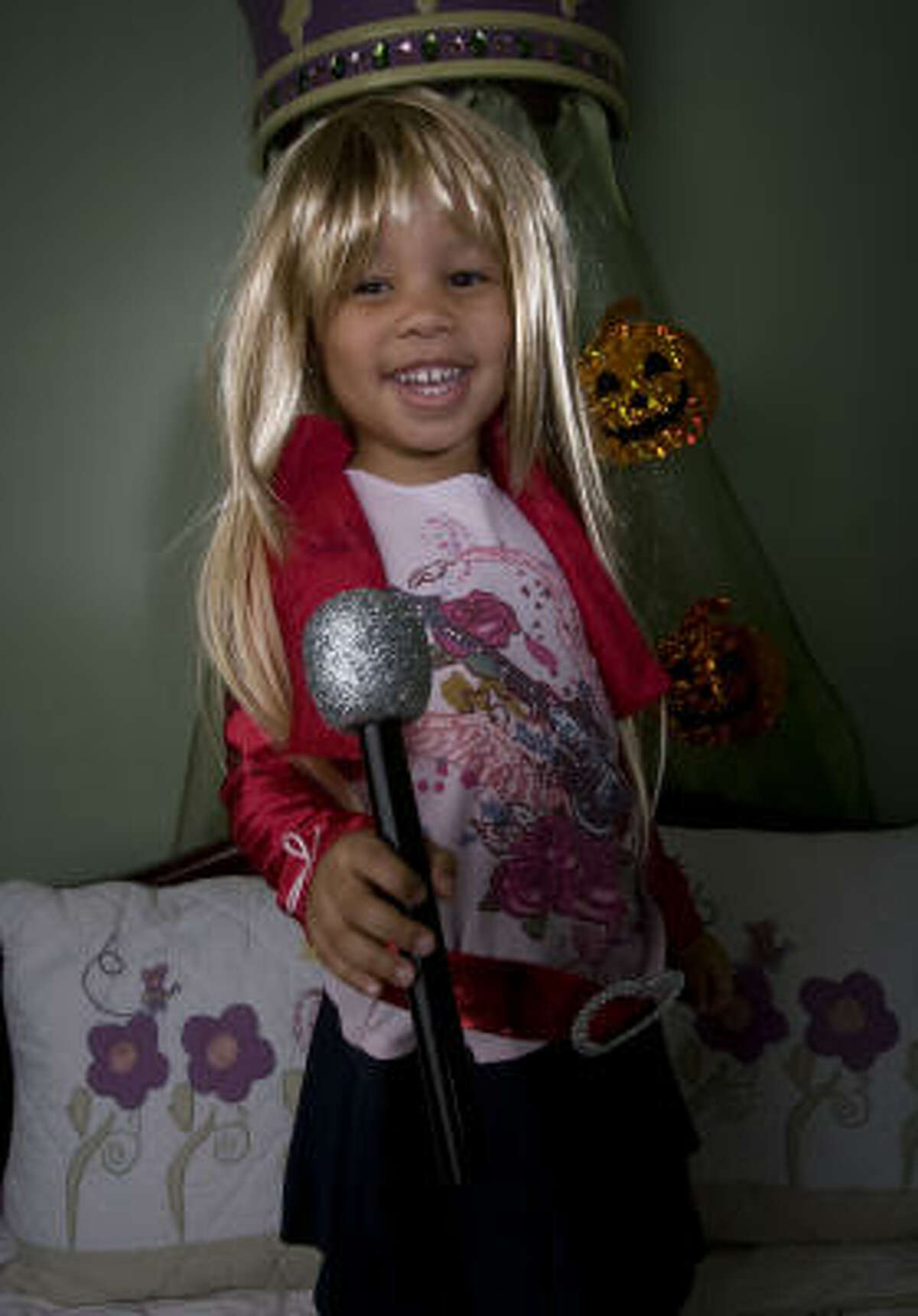 Auriel Smith, 3, as Hannah Montana